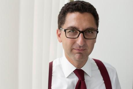 Maxime Saada, directeur général du groupe Canal PLus photographié dans les locaux de la chaîne.